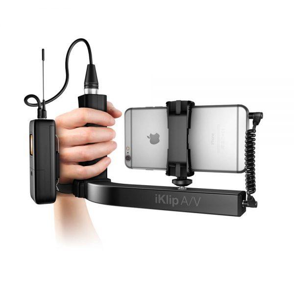 iK Multimedia iKlip A/V In Hand iPhone